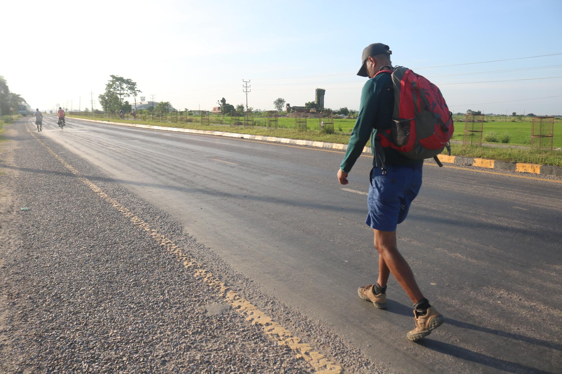 बुद्धको पाइला पछ्याउँदै भारतीय युवाको नेपालमा पदयात्रा