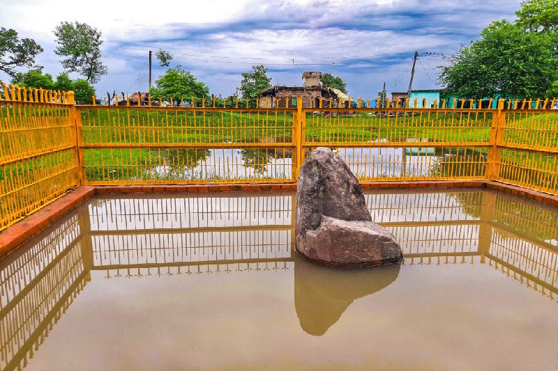 संरक्षण अभावमा जीर्ण बन्दै अशोक स्तम्भ