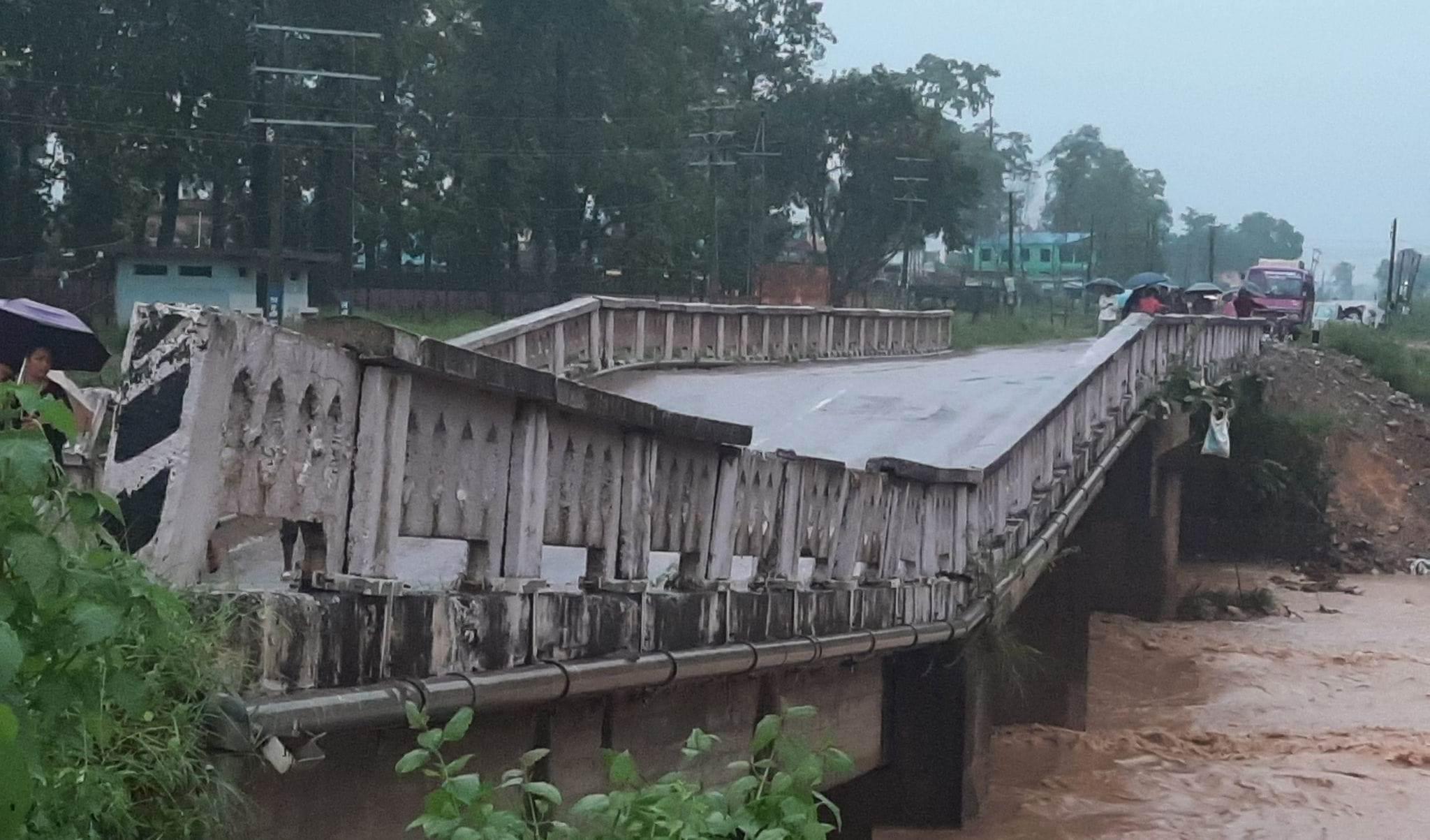 देवदहमा पुल भासियोः पूर्व-पश्चिम राजमार्ग अवरुद्ध