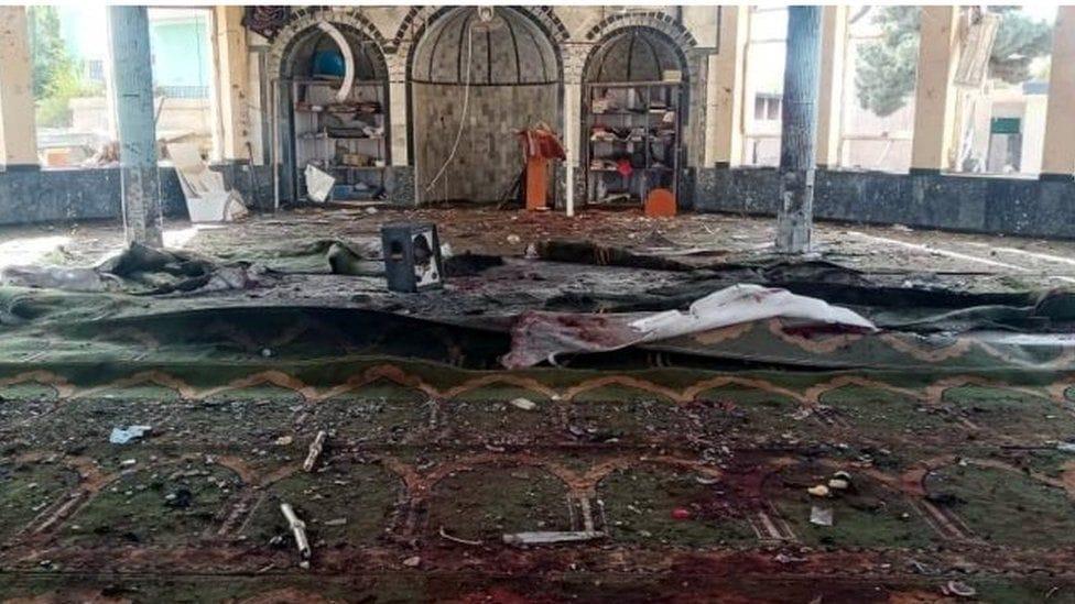 मस्जिदमा आत्मघाती आक्रमण, कम्तीमा ५० जनाको मृत्यु